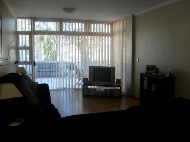 Apartment / Flat For Sale in Rosendal, Bellville