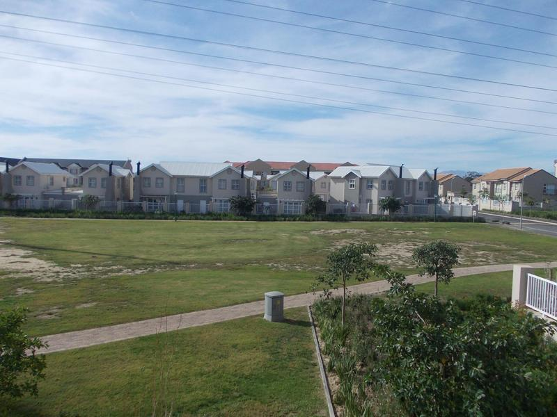 Property For Rent in Buh-rein, Cape Town 8