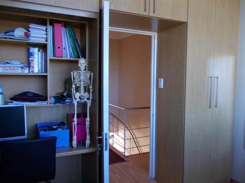 Property For Rent in Loevenstein, Bellville 6