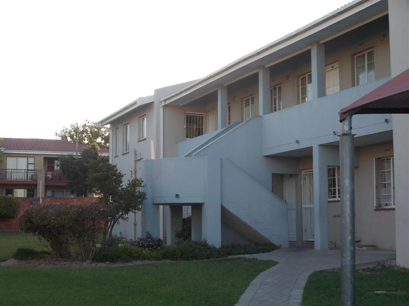 Property For Rent in Oakglen, Bellville 2