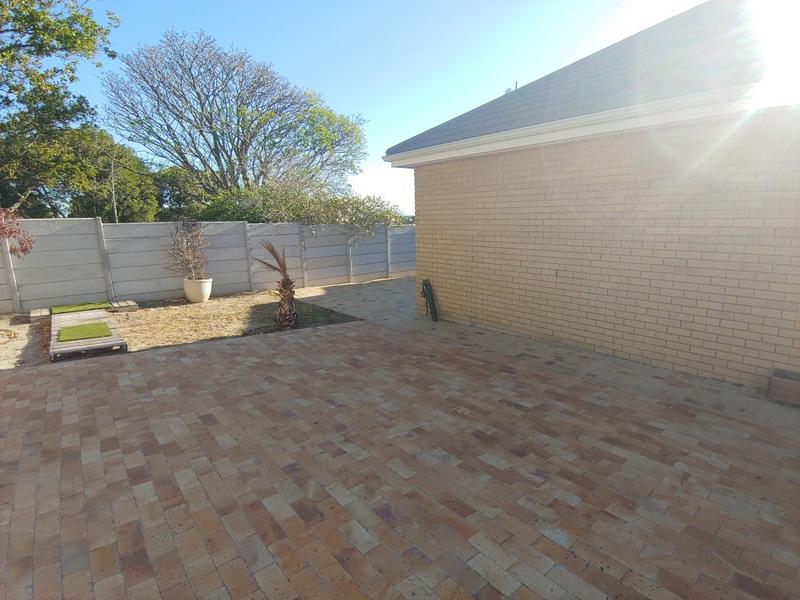Property For Rent in Oostersee, Parow 3