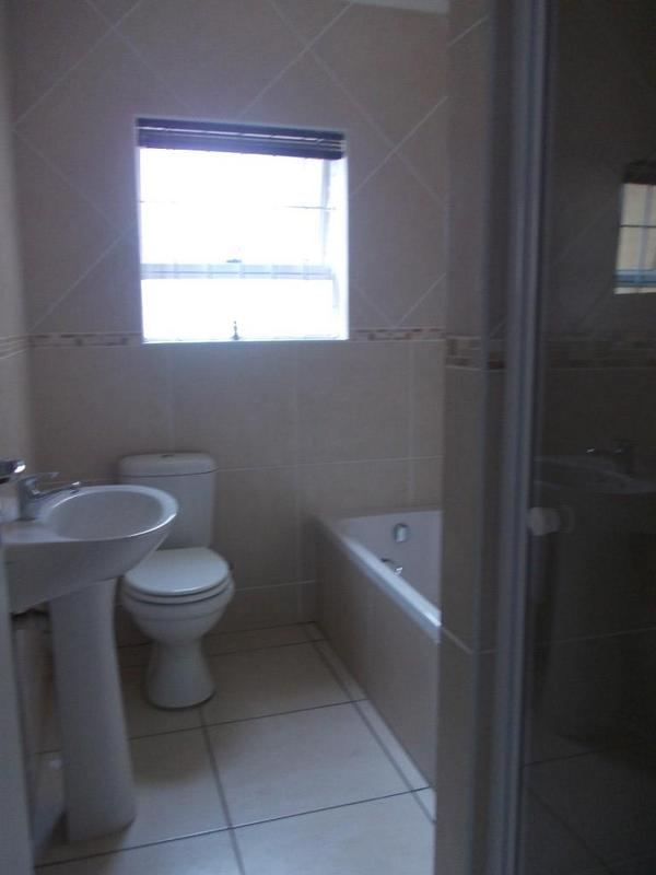 Property For Rent in Oostersee, Parow 11