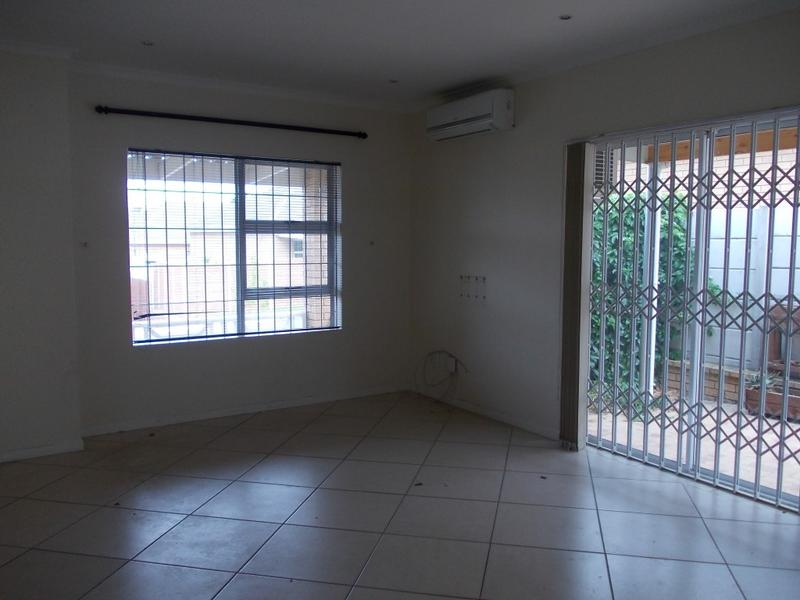 Property For Rent in Oostersee, Parow 12