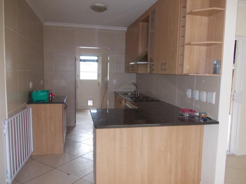 Property For Rent in Oostersee, Parow 13