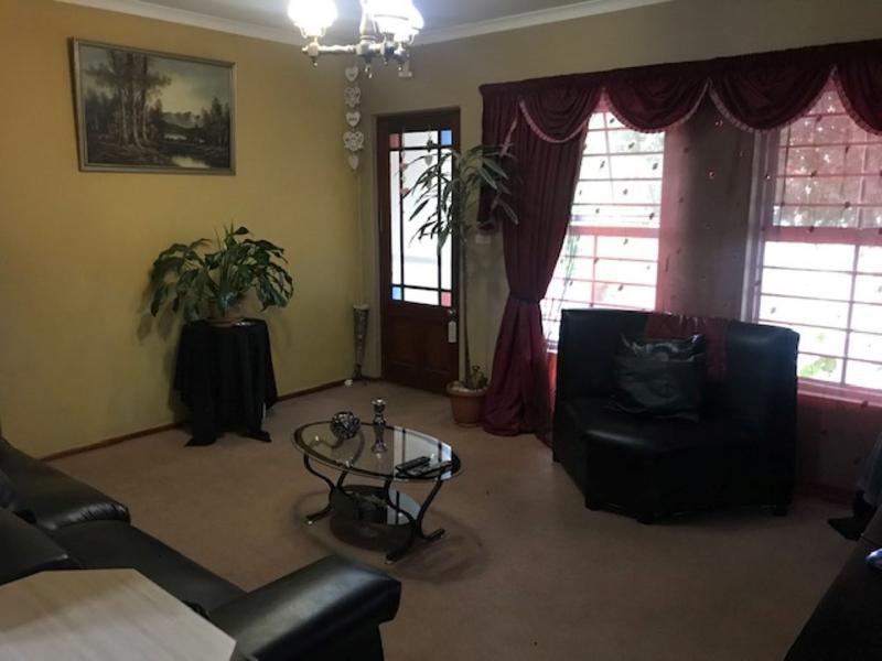 Property For Sale in Oakglen, Bellville 3