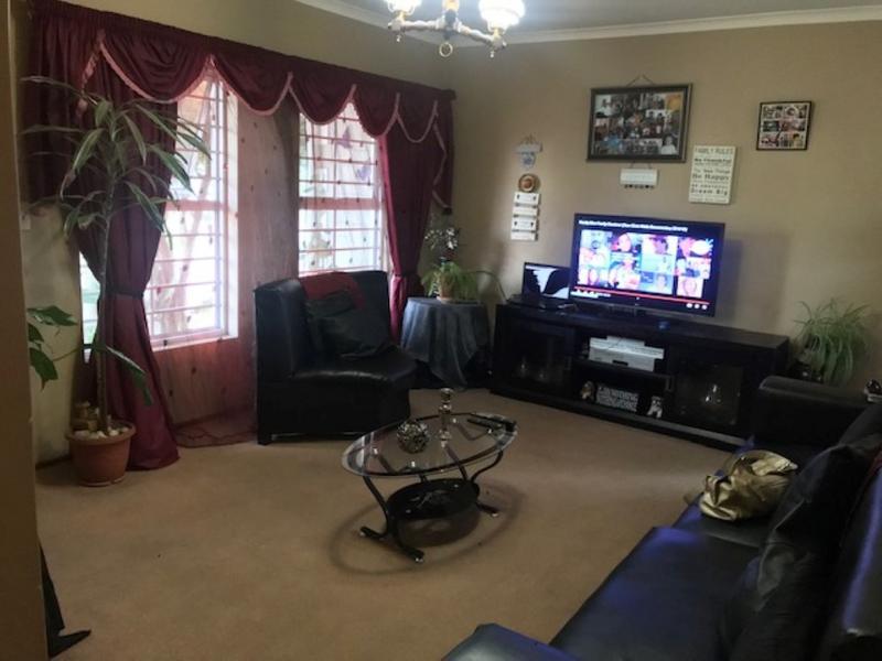Property For Sale in Oakglen, Bellville 7