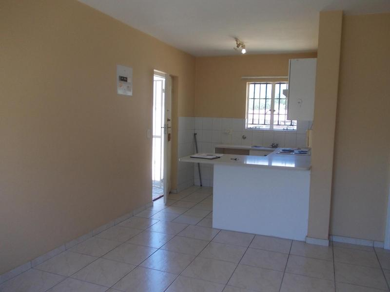 Property For Rent in Oakglen, Bellville 5